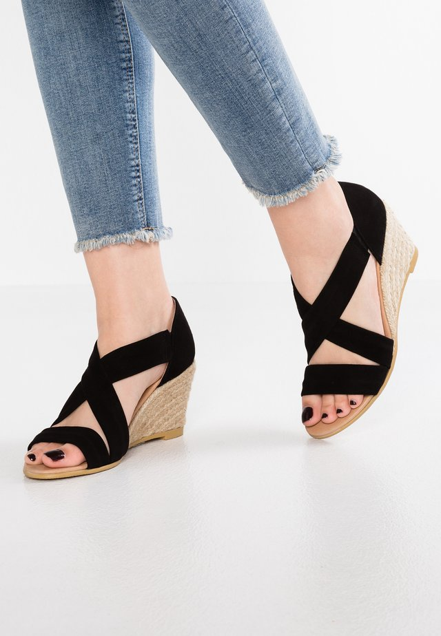 MAIDEN - Sandaletter med kilklack - black