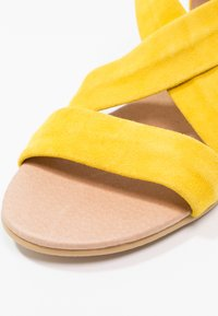 Office - HALLIE - Sandály na klínu - yellow - 6
