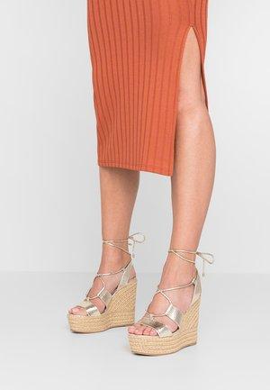 HULA HULA  - Sandaler med høye hæler - gold