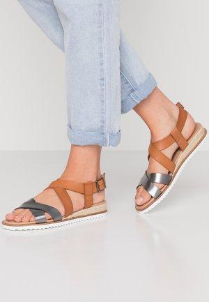 SHERWOOD - Wedge sandals - tan/gunmetal