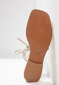 Office - SEAWEED - Sandály s odděleným palcem - white - 6
