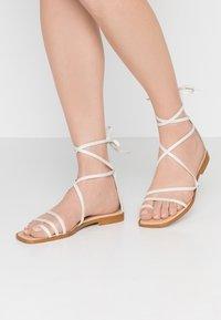 Office - SEAWEED - Sandály s odděleným palcem - white - 0
