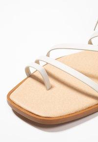 Office - SEAWEED - Sandály s odděleným palcem - white - 2