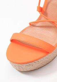 Office - HULA - Sandály na vysokém podpatku - orange neon - 2