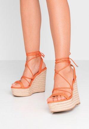HULA - Korolliset sandaalit - orange neon