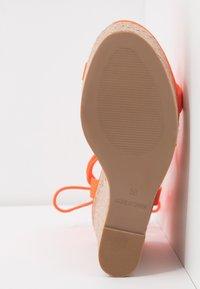 Office - HULA - Sandály na vysokém podpatku - orange neon - 6