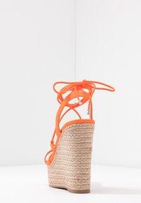 Office - HULA - Sandály na vysokém podpatku - orange neon - 5