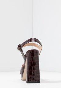 Office - HUDA - Sandalen met hoge hak - oxblood - 5