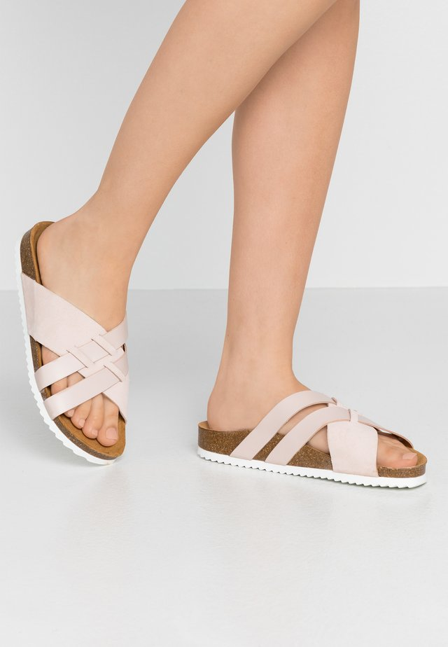 STRIPE - Slippers - nude