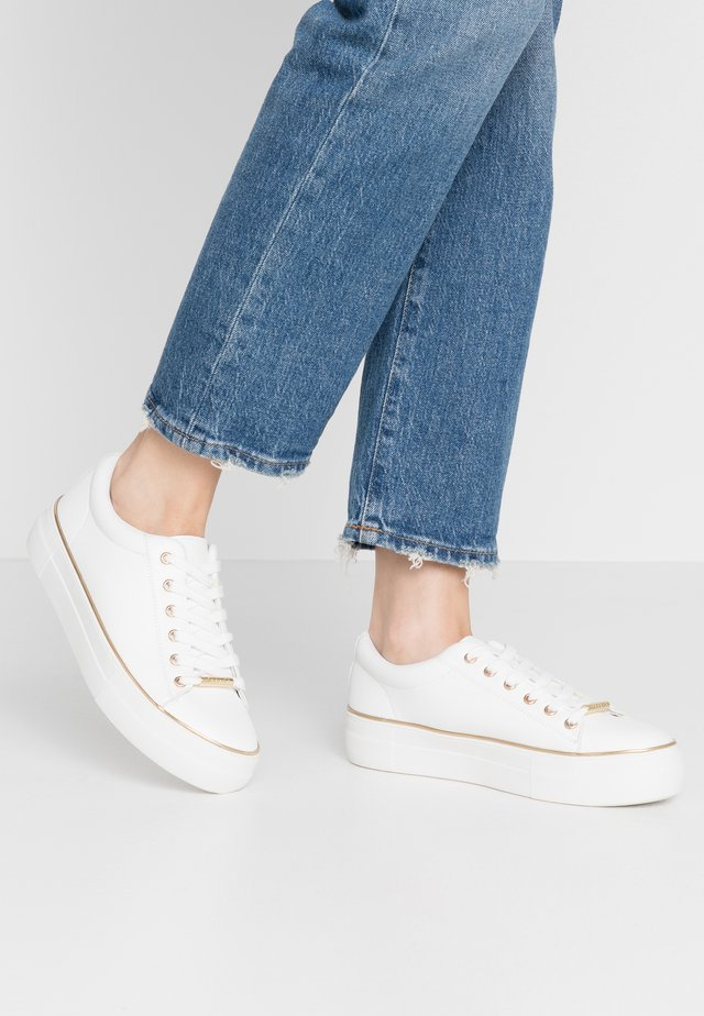 FREE - Sneakers - white/gold