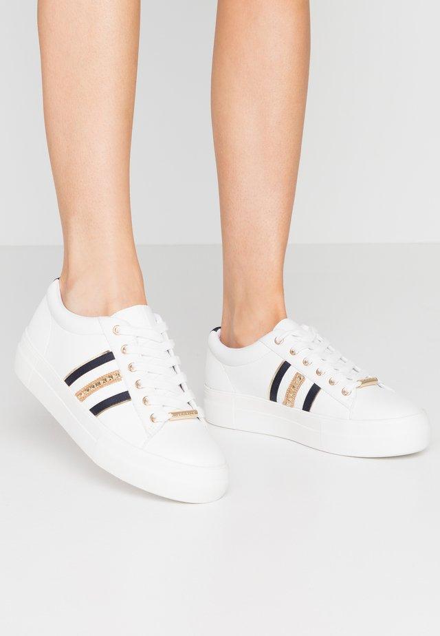 FREESTYLE - Sneakers - white