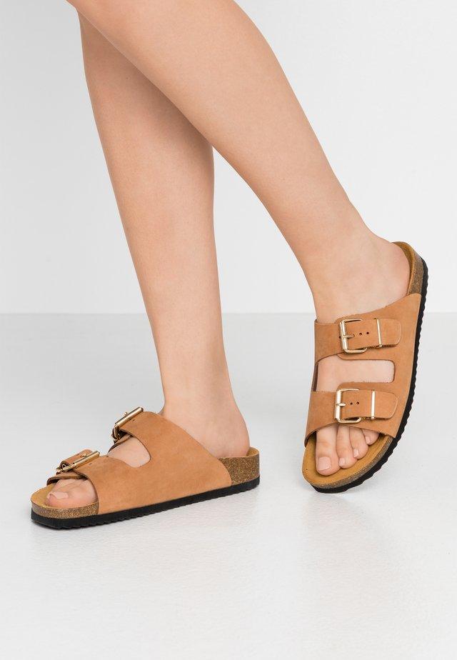 STRIKE - Domácí obuv - nude