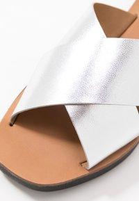 Office - SANTOS - Pantofle - silver mirror - 2