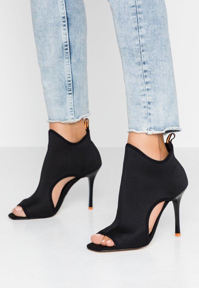 HOMERUN - High Heel Stiefelette - black