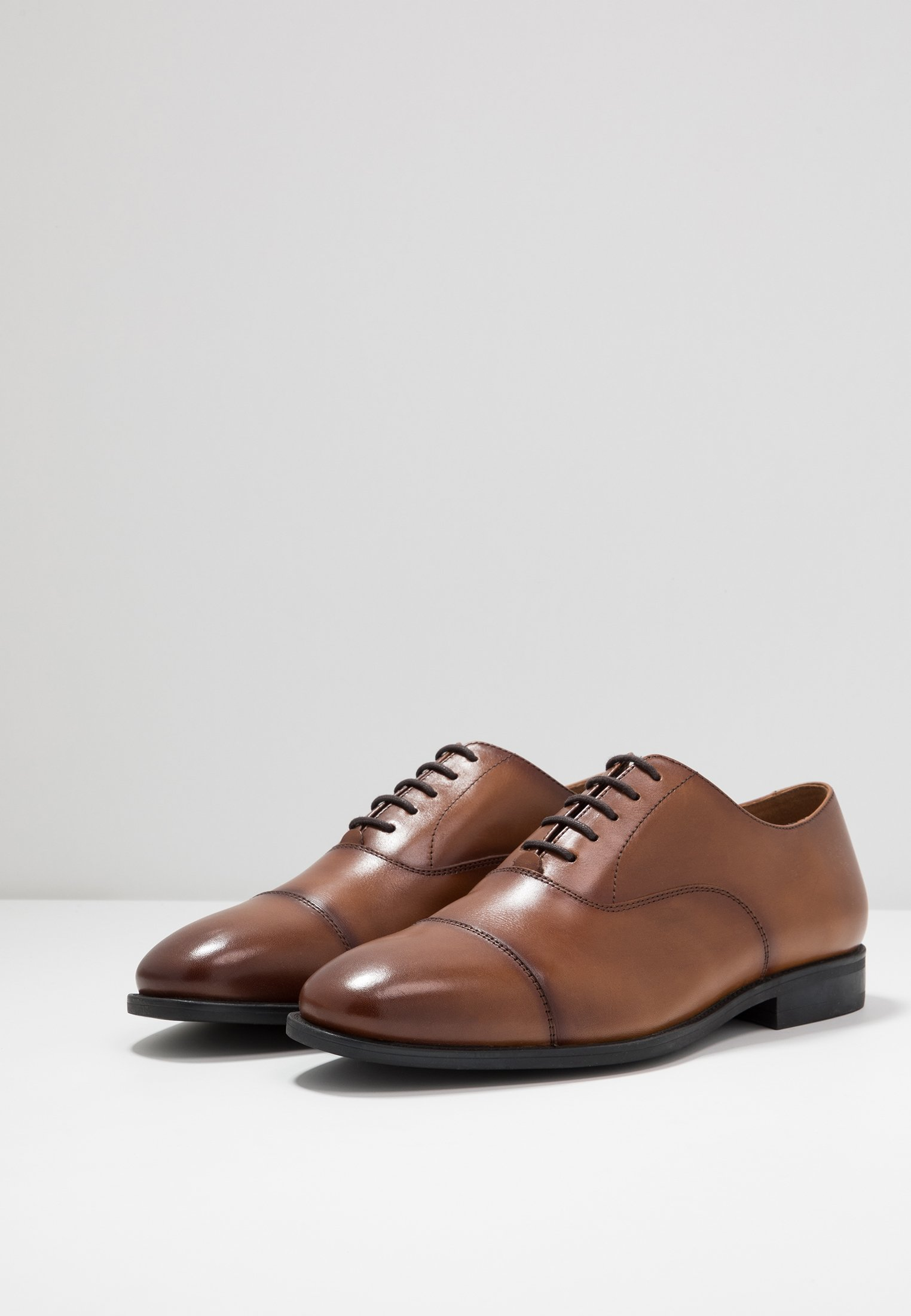 Richelieus Memo Office CapDerbiesamp; Toe Oxford Tan fYbg67y