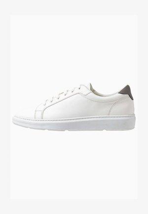 CROSS TRAINER - Zapatillas - white