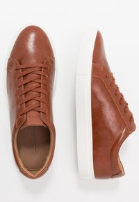 Office - CLAYTON TRAINER - Trainers - tan - 1