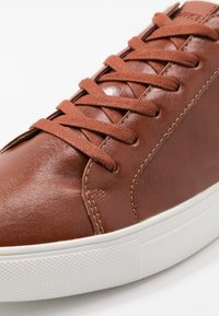 Office - CLAYTON TRAINER - Trainers - tan - 5