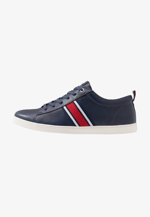 CHASE TRAINER - Tenisky - navy