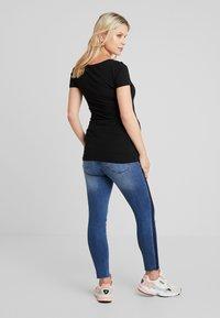ohma! - CROP WITH RIBBON - Slim fit jeans - indigo - 2