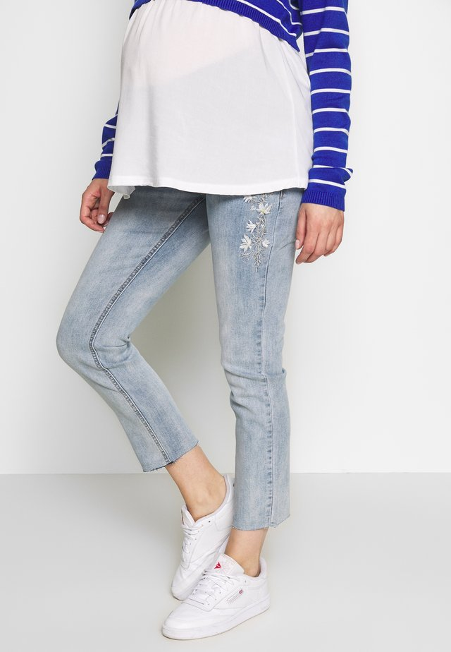 MOM FIT WITH EMBROIDERY - Jeans Straight Leg - light indigo