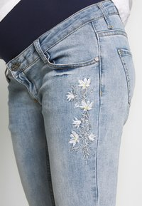 ohma! - MOM FIT WITH EMBROIDERY - Straight leg jeans - light indigo - 5