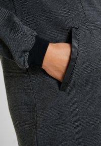 ohma! - NURSING CHECKS DRESS - Stickad klänning - black/navy - 7