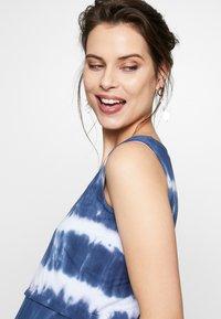 ohma! - NURSING TIE DYE - Długa sukienka - blue/white - 3