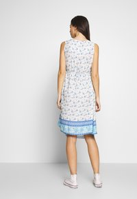 ohma! - NURSING PRINTED DRESS WITH FLOUNCE - Denní šaty - blue/white - 2