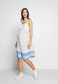 ohma! - NURSING PRINTED DRESS WITH FLOUNCE - Denní šaty - blue/white - 0