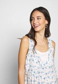 ohma! - NURSING PRINTED DRESS WITH FLOUNCE - Denní šaty - blue/white - 3