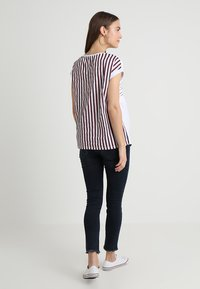 ohma! - NURSING WITH STRIPPES ON BACK - Print T-shirt - white - 2
