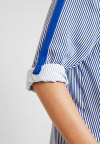 ohma! - STRIPED WITH TAPE ON SLEEVES - Bluse - navy - 6