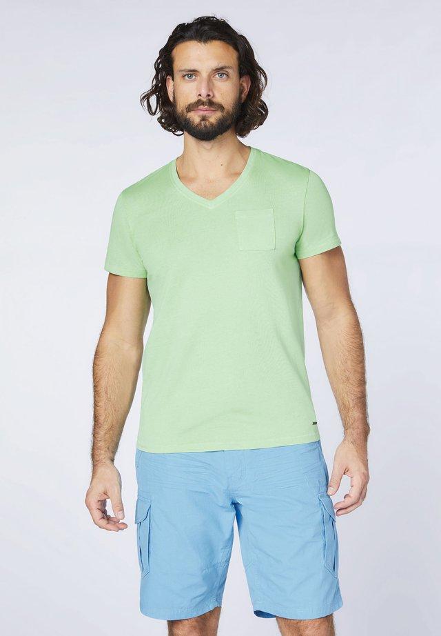 MIT V-AUSSCHNITT - Basic T-shirt - green