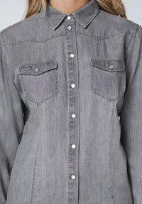 Oklahoma Jeans - MIT ZWEI BRUSTTASCHEN - Button-down blouse - charcoal grey - 4