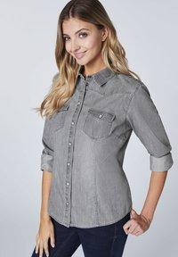 Oklahoma Jeans - MIT ZWEI BRUSTTASCHEN - Button-down blouse - charcoal grey - 3