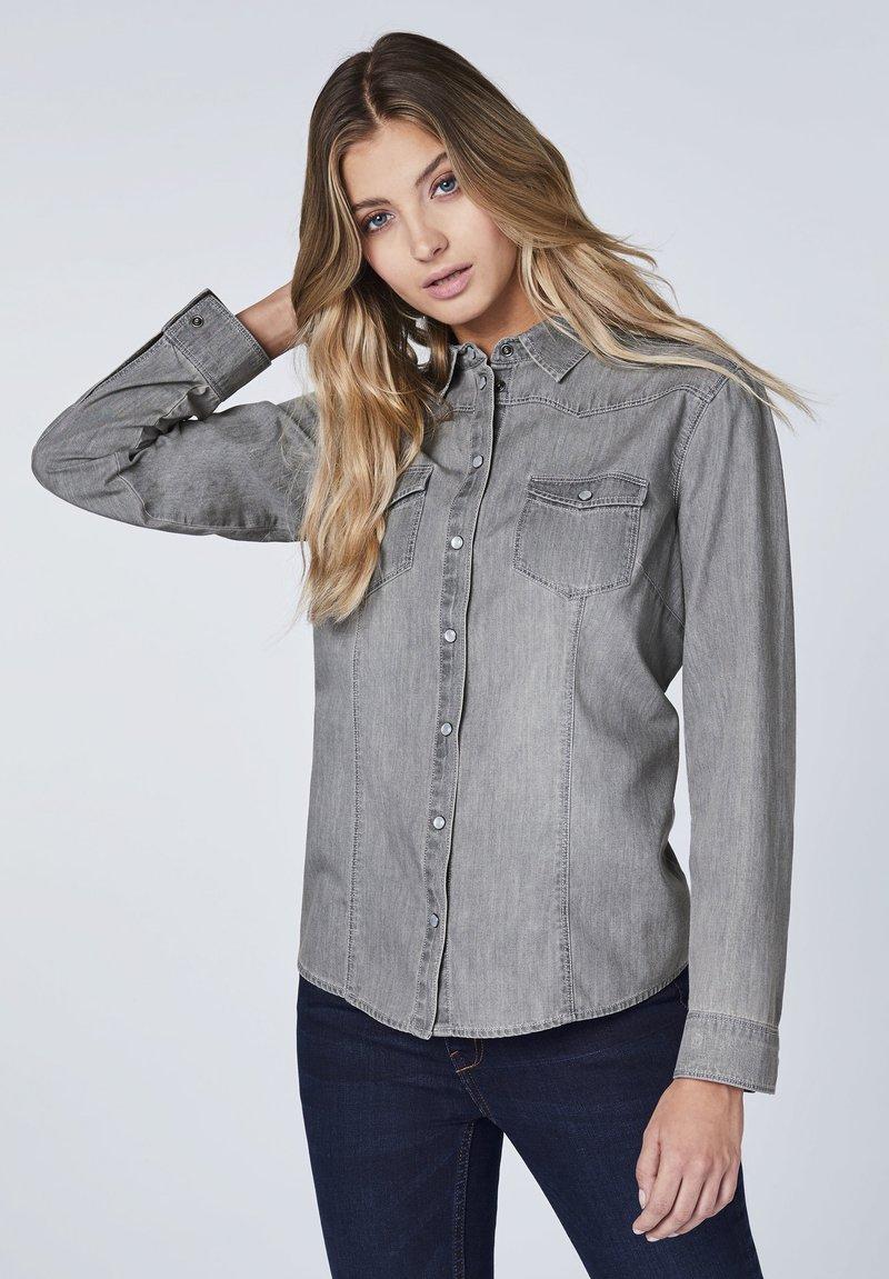 Oklahoma Jeans - MIT ZWEI BRUSTTASCHEN - Button-down blouse - charcoal grey