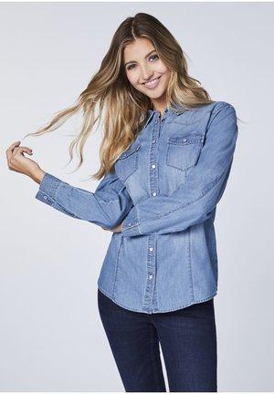 MIT ZWEI BRUSTTASCHEN - Button-down blouse - blue
