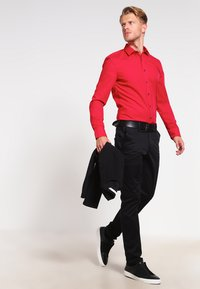 OLYMP - SUPER SLIM FIT  - Formal shirt - rot - 1