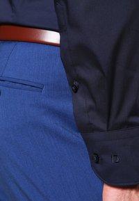OLYMP - OLYMP NO.6 SUPER SLIM FIT - Camicia elegante - marine - 4