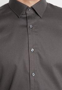 OLYMP - SUPER SLIM FIT - Formal shirt - greygreen - 6