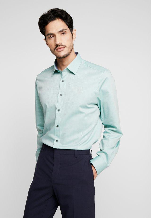 OLYMP LEVEL 5 BODY FIT  - Koszula biznesowa - green