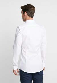 OLYMP - OLYMP NO.6 SUPER SLIM FIT  - Koszula biznesowa - weiss - 2