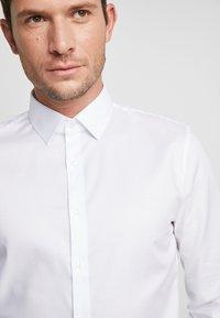 OLYMP - OLYMP NO.6 SUPER SLIM FIT  - Koszula biznesowa - weiss - 3