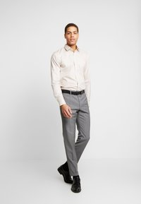 OLYMP - SUPER SLIM FIT - Formal shirt - natur - 1