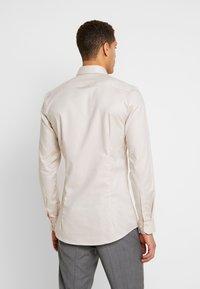 OLYMP - SUPER SLIM FIT - Formal shirt - natur - 2