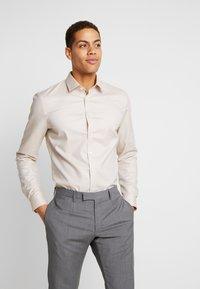 OLYMP - SUPER SLIM FIT - Formal shirt - natur - 0