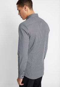 OLYMP - OLYMP NO.6 SUPER SLIM FIT  - Camicia elegante - schwarz - 2