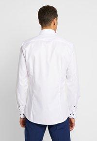 OLYMP - OLYMP NO.6 SUPER SLIM FIT  - Camicia elegante - weiß - 2