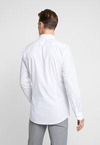 OLYMP - OLYMP NO.6 SUPER SLIM FIT  - Businesshemd - weiss - 2